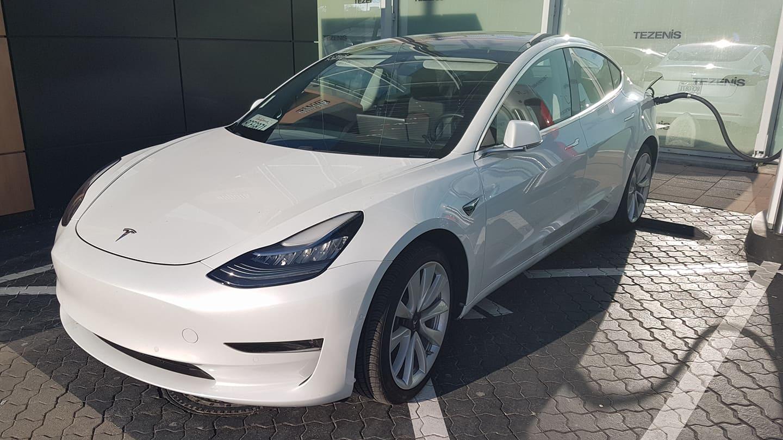 a922a92a76 Podľa evidenčného čísla ide o Model 3 vyrobený ešte v roku 2017.
