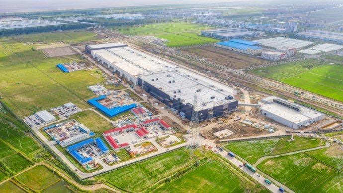 Tesla Gigafaktory v Číne - pohľad z lietadla