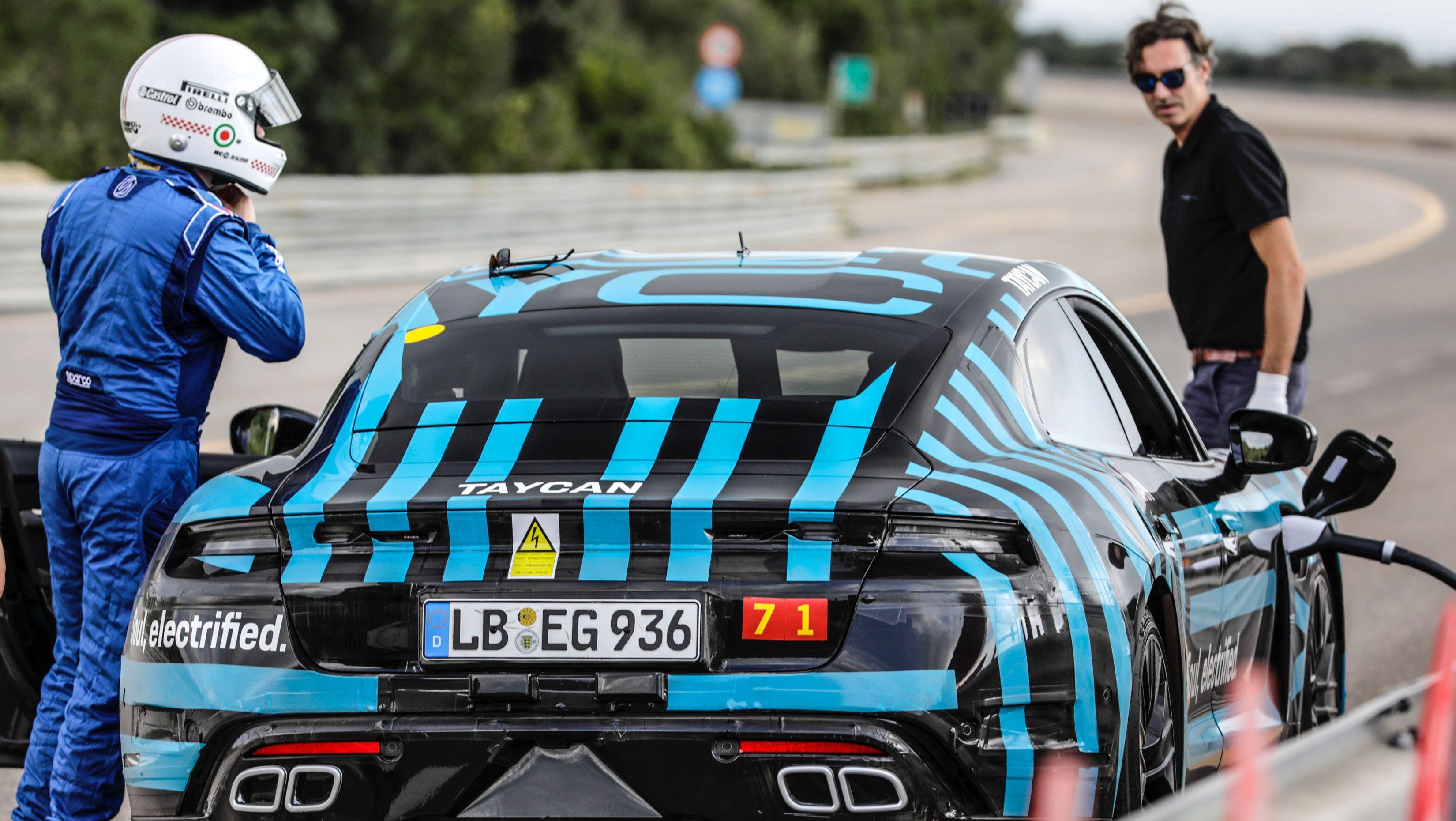Porsche Taycan na talianskej pretekárskej trati v Nardò