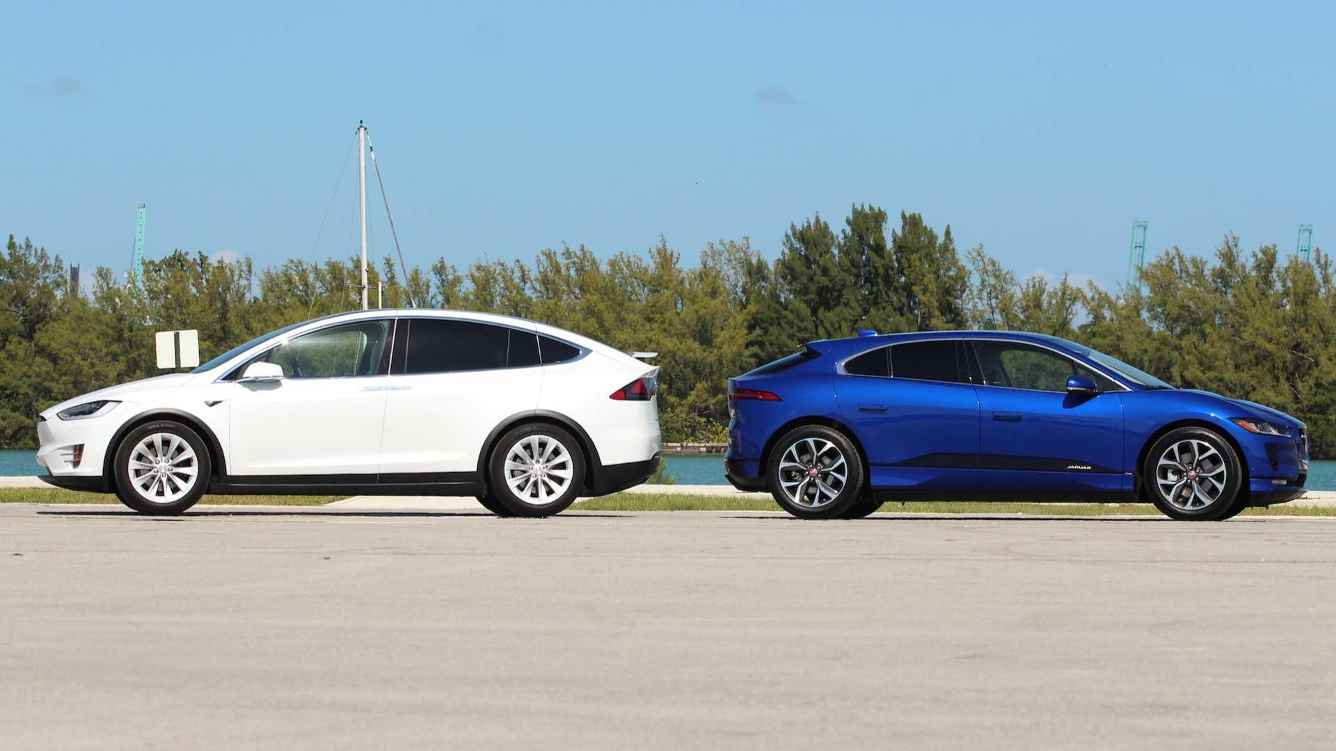 Tesla Model X a Jaguar I-Pace