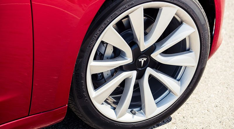 Pneumatiky Tesla Modelu 3