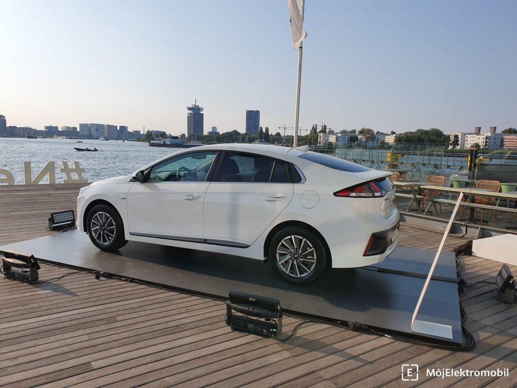 Hyundai IONIQ 2019 zboku