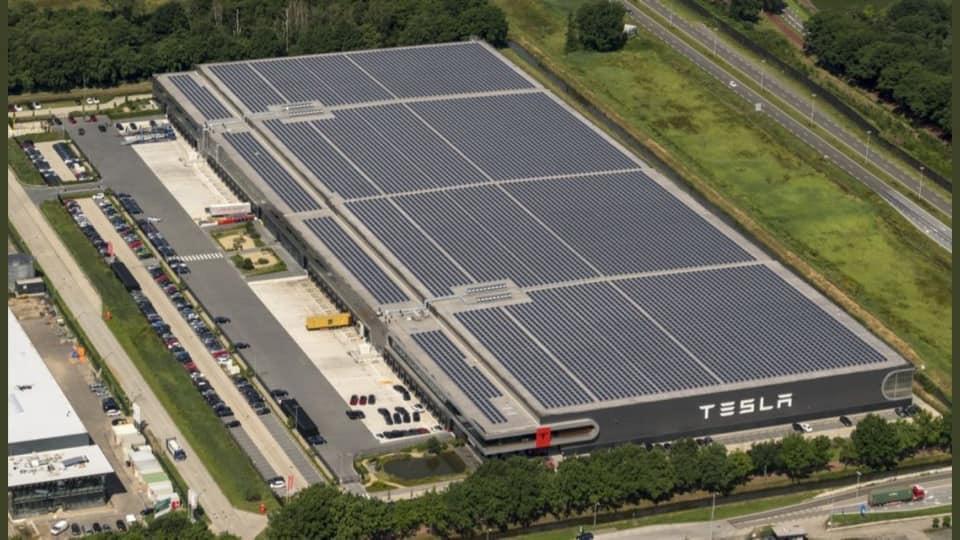 Distribučné centrum a závod na kompletizácie importovaných vozidiel Tesla v Tilburgu (Holandsko)