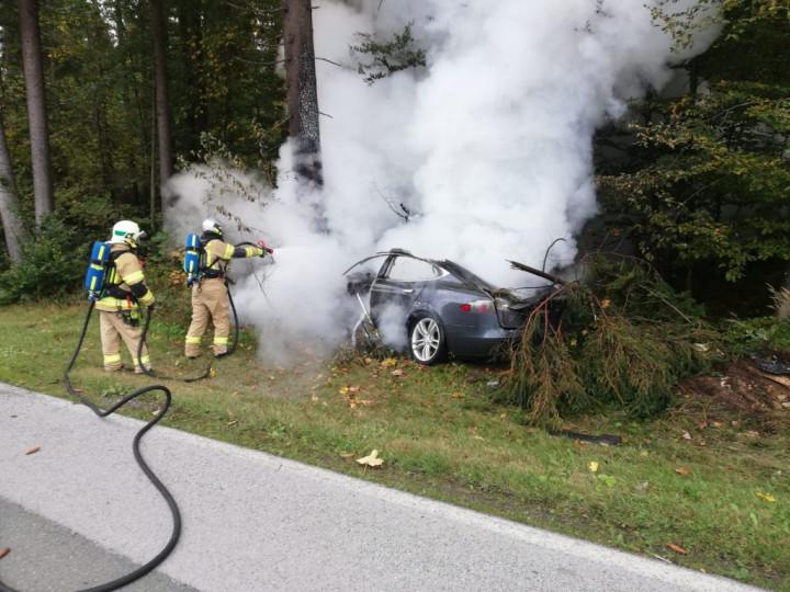Zhorená Tesla v Tirolsku