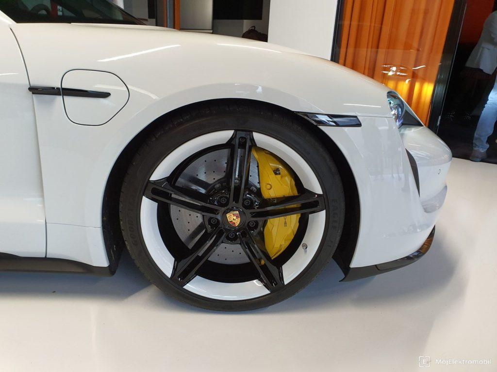 Porsche Taycan biely kolesa