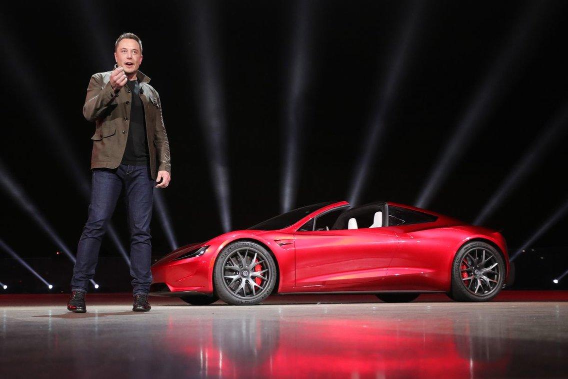 Tesla prezentácia Roadster a Semi
