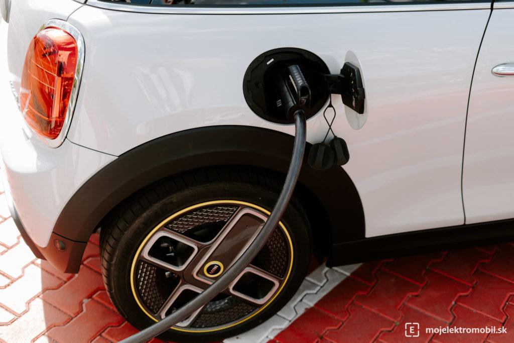 elektromobil nabíjanie ev bev
