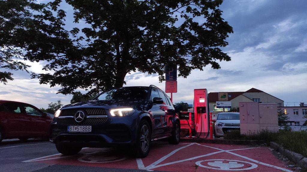 Mercedes GLE 350de phev plug in hybrid 500 elektrických kilometrov