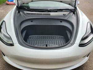 Tesla Model 3 predný kufor frunk 2020