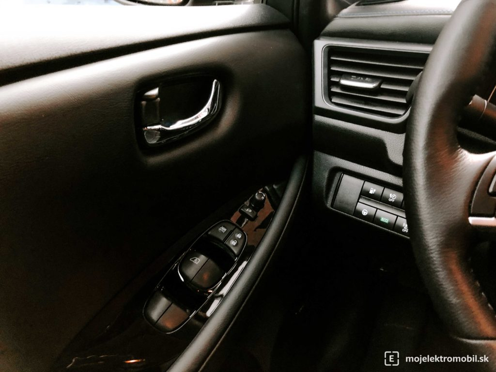 Nissan Leaf e+ tlačidlo ECO