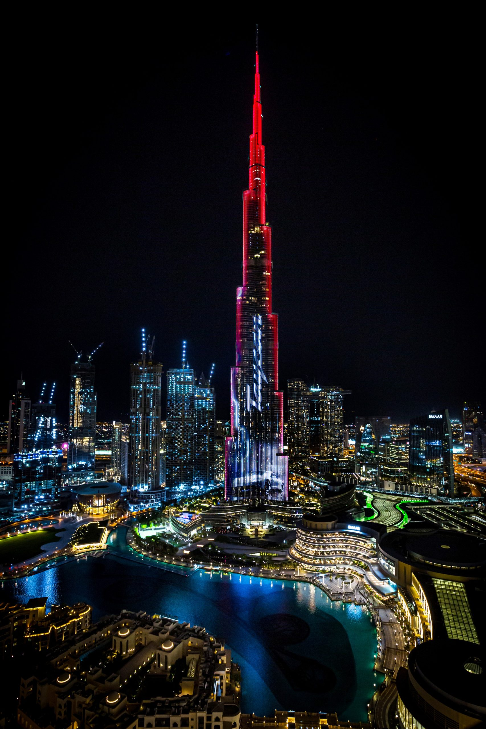Porsche Taycan na Burj Khalifa (Zdroj: Porsche)
