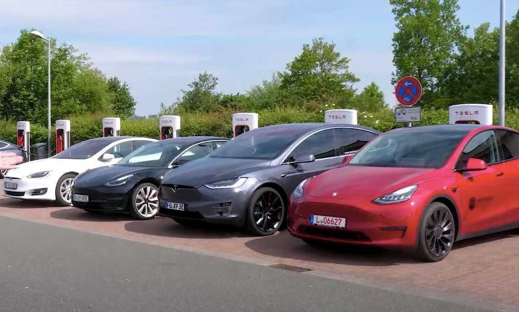 Elektromobily Tesla Model S, 3, X, Y (Foto: Youtube/nextmove)