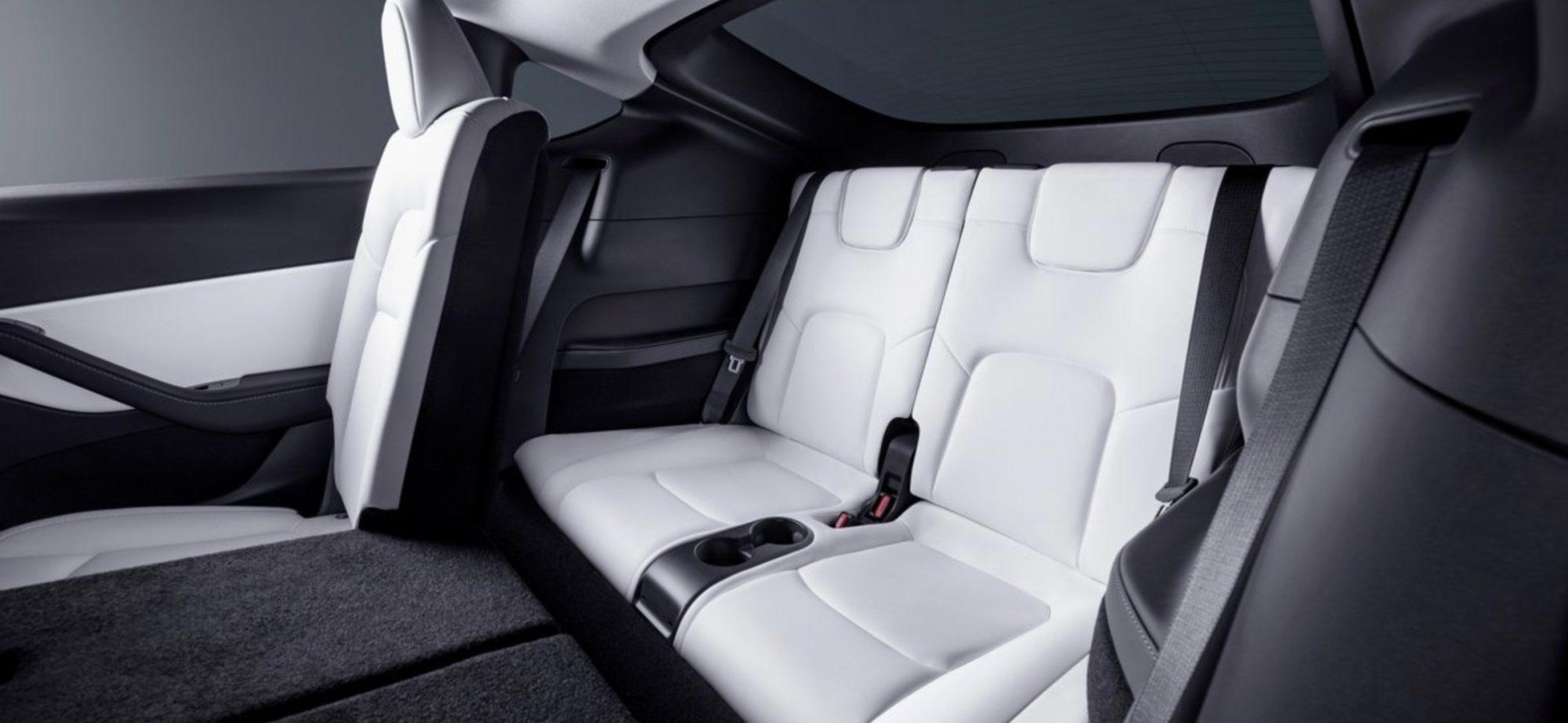 Tretí rad sedadiel v Tesla Model Y (Zdroj: Tesla)