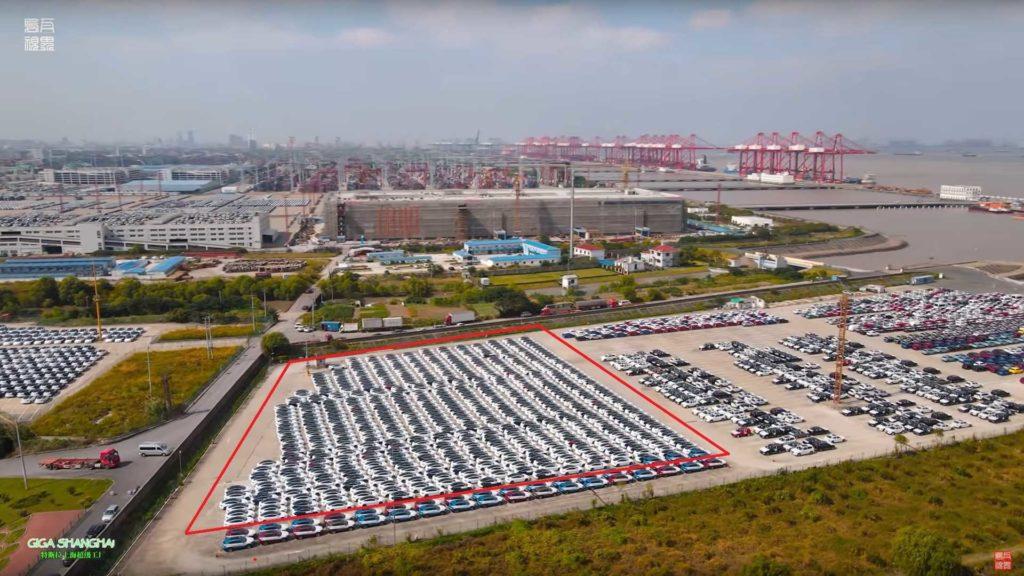 Tesly Model 3 v prístave Šanghaj - export pre Európu (Foto: Youtube/WU WA)