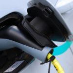 Nabíjanie elektromobilov z lámp verejného osvetlenia v Prahe (Foto: Magistrát hl.m. Prahy)