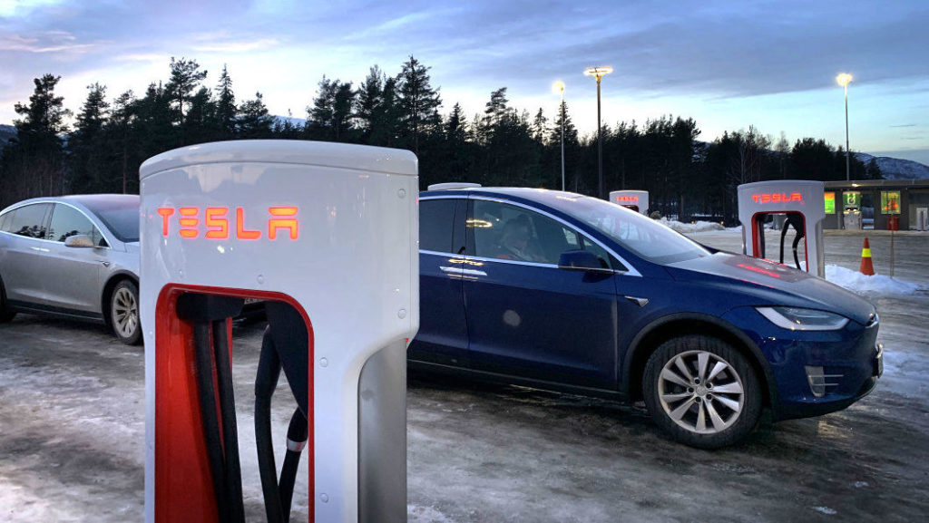 Tesla Supercharger nabíjanie
