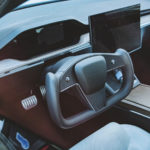 Facelift Tesla Model S yoke volant (Foto: Instagram/@klwtts)
