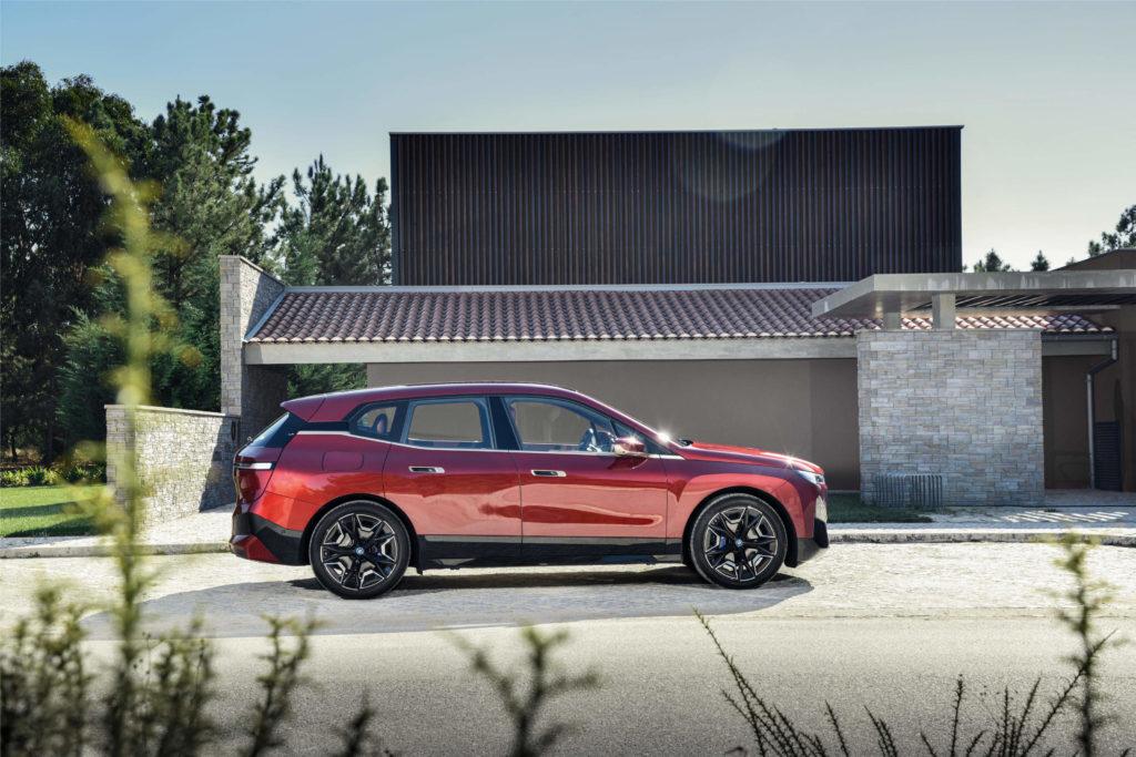 BMW iX elektrické SUV elektromobil Ford solid-state