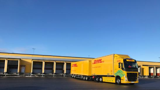 Elektrické kamióny Volvo FL v logictickom centre DHL (Foto: DHL Freight)