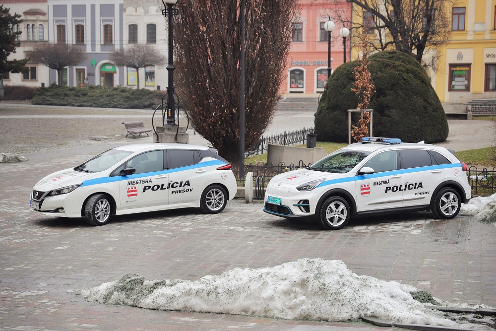 Mestská polícia v Prešove - elektromobily Nissan Leaf a Kia e-Niro (Foto: Mesto Prešov)