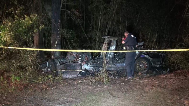 Nehoda Tesly v Texase (Foto: Click2houston.com)