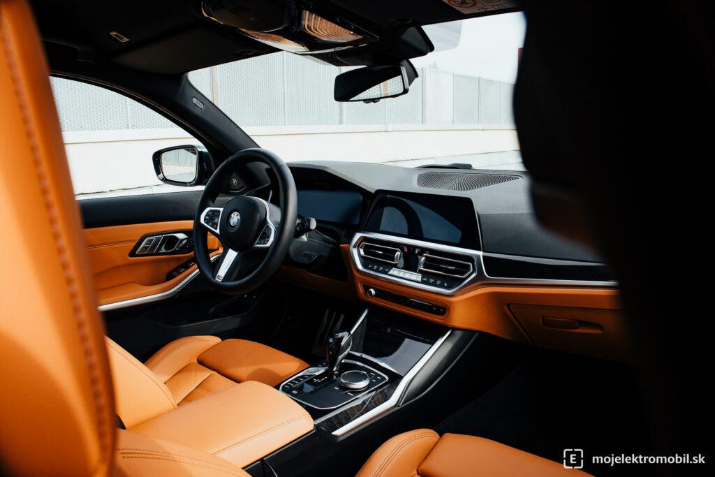 BMW 330e Touring TEST