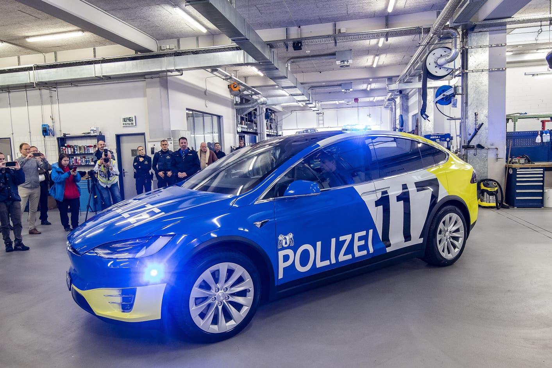 Zásahové vozidlo tesla Model X vo Švajčiarsku I Foto: BZ Basel