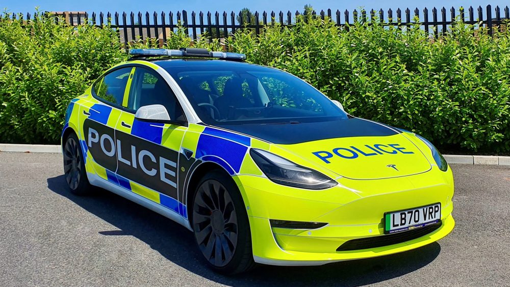 Policajné vozidlo Tesla Model 3 I Foto: Auto Express