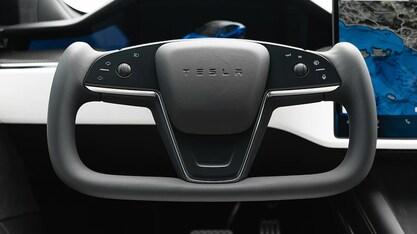 Yoke volant - Tesla Model S/X (Foto: MotorTrend)